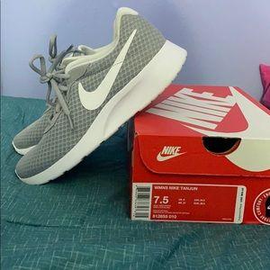 Women's Nike Tanjun Sneaker